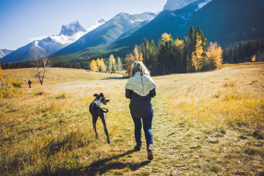 canmore family photos quarry lakes girl walking dog