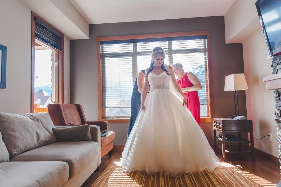 Winter Mountain Canmore Wedding bride in wedding dress