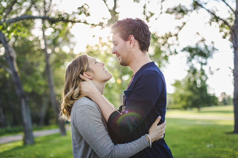calgary-summer-engagement-photos-13