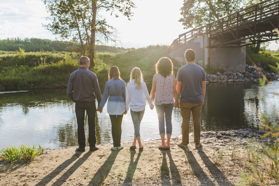calgary fish creek park family photos summer sunset