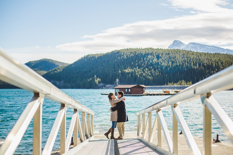 lake minnewanka banff engagement photos in the fall