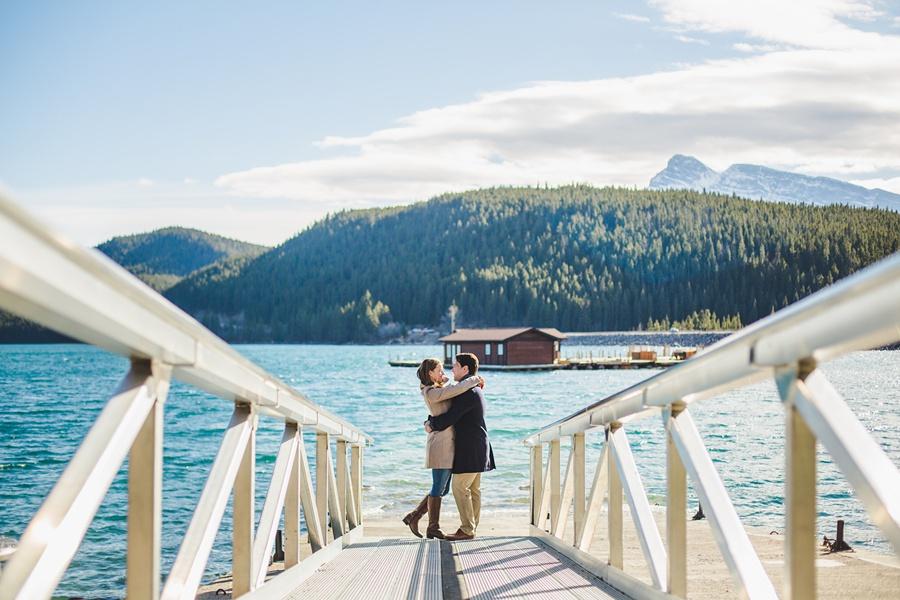 lake minnewanka banff engagement photos in the fall