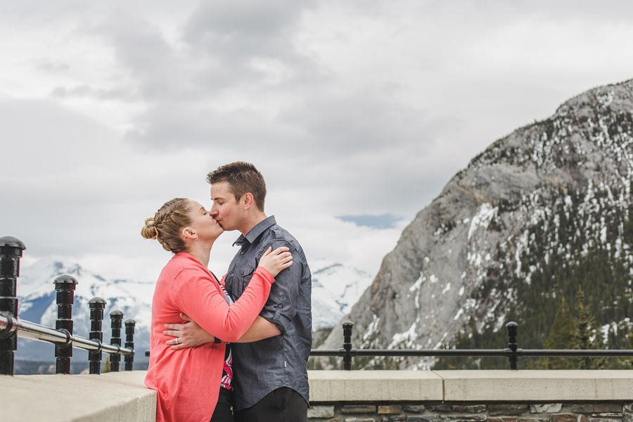 banff springs engagement photos couple kiss mountain
