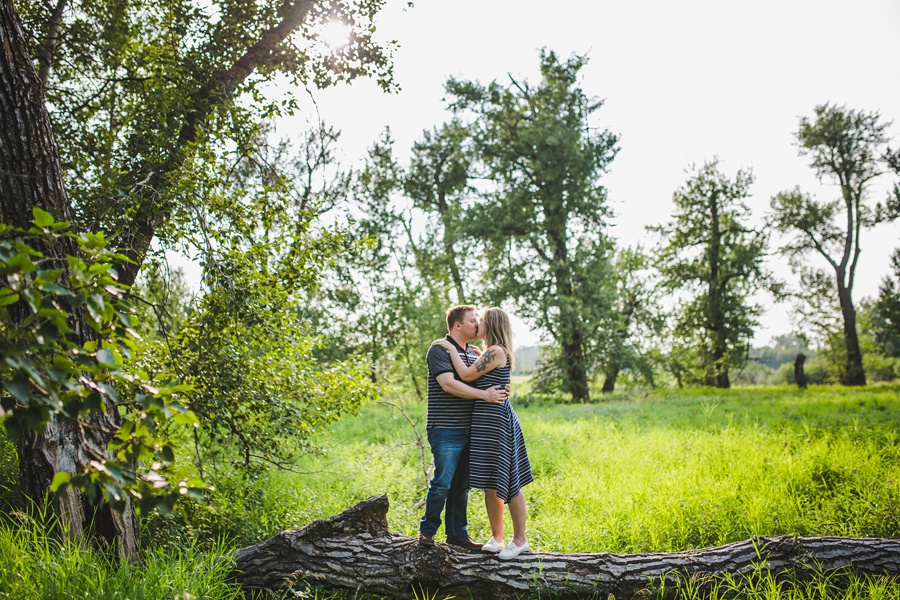 cute kiss on tree summer calgary engagement session fish creek park