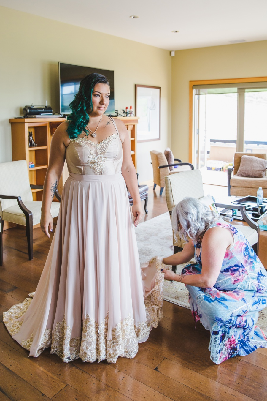 stacey mike burrowing owl estate winery wedding non-traditional dress