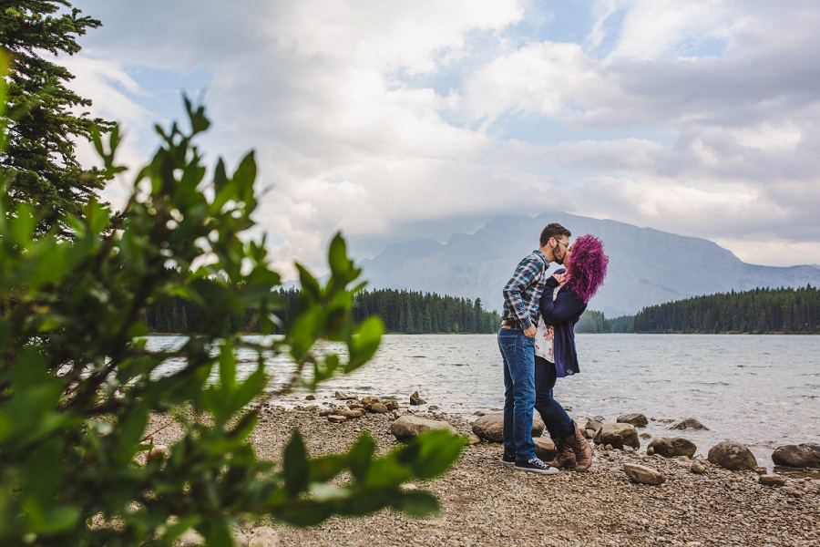 banff lake minnewanka engagement photos fall autumn mount norquay