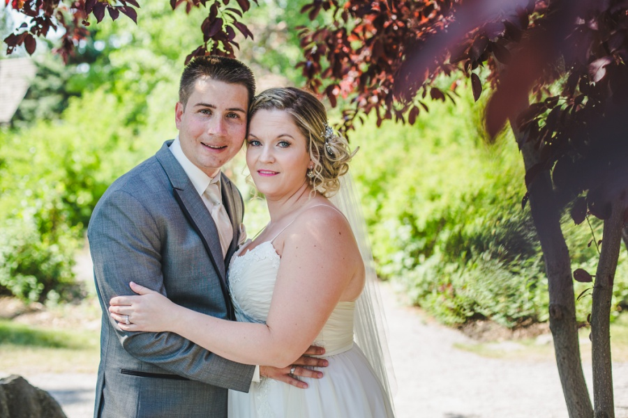 calgary ranche restaurant wedding photographer bride groom red tree