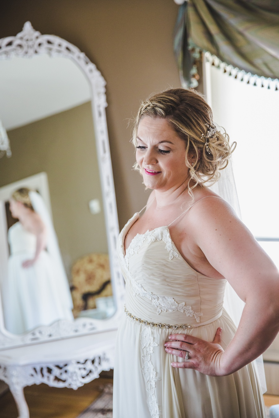 calgary ranche restaurant wedding photographer bride in upstairs room