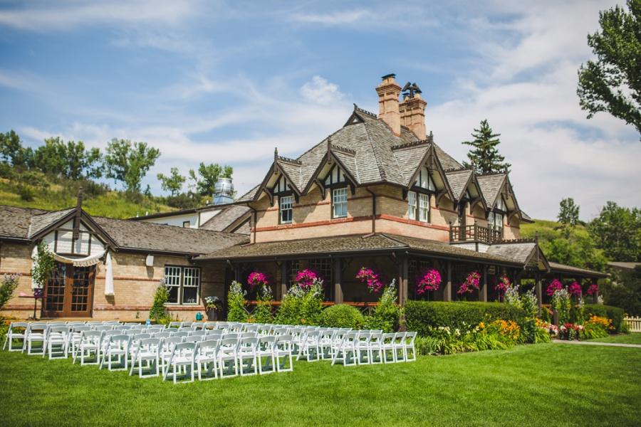 calgary ranche restaurant wedding photographer lawn ceremony