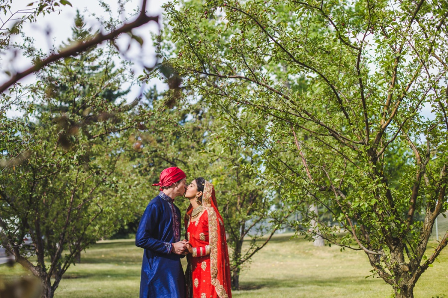calgary sikh wedding zoo red sari blue sari