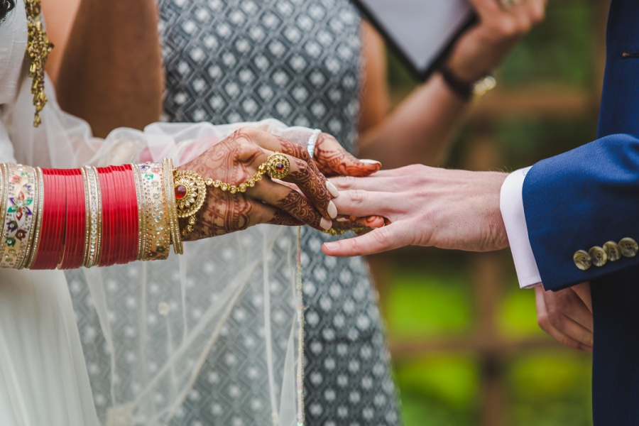 calgary sikh wedding zoo bride wedding bangles ring exchange