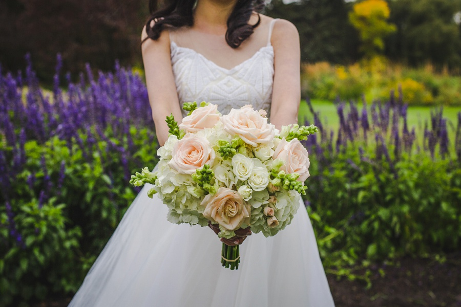 calgary chinese wedding photographers bride bouquet white rose champagne